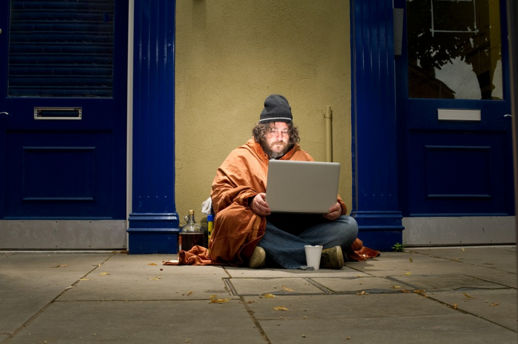 o-HOMELESS-PEOPLE-CELL-PHONES-facebook-1024x681